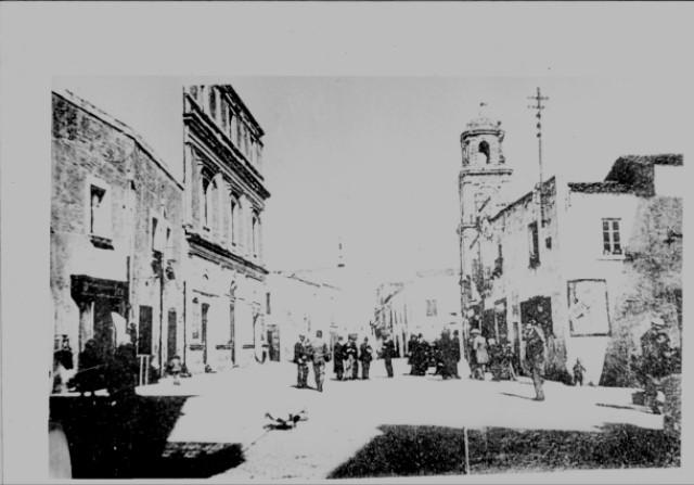 img676 - Piazza Sedile con Campanile dell'orologio pubblico