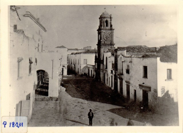 img678 - Piazza Sedile e Torre dell'orologio come erano nella seconda metà dell'800 – BAD, Fototeca Briamo