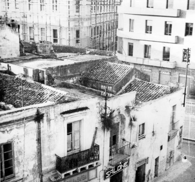 img682 - Angolo Piazza Sedile - Piazza Vittoria prima della costruzione del pal. INPS