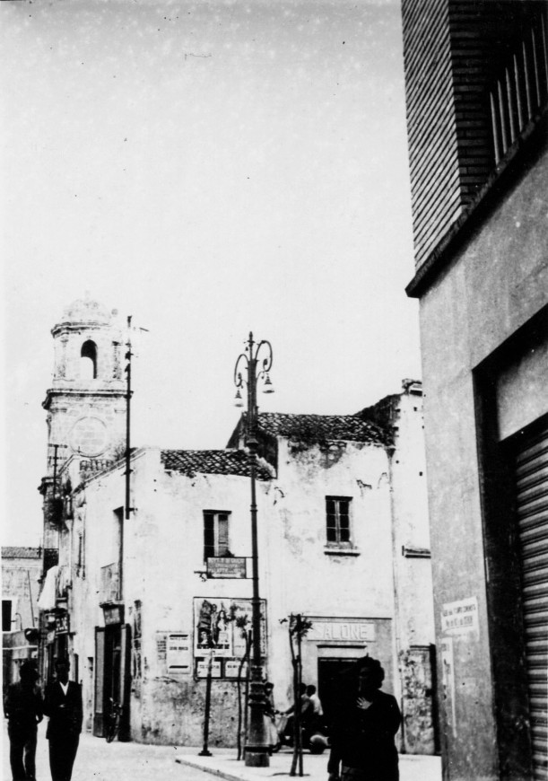 img683 - Piazza Sedile ang. piazza Vittoria e campanile dell'orologio